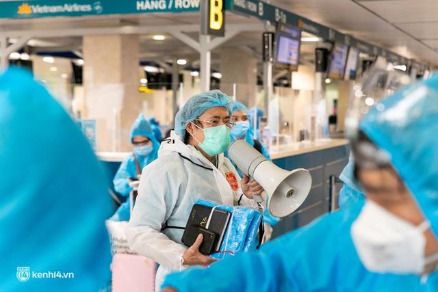 Ảnh: Hơn 600 người dân Đà Nẵng bị mắc kẹt tại TP.HCM được trở về quê hương trên chuyến bay 0 đồng - Ảnh 22.