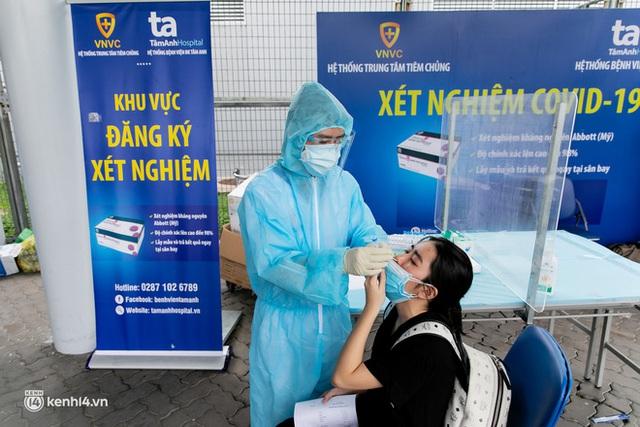 Ảnh: Hơn 600 người dân Đà Nẵng bị mắc kẹt tại TP.HCM được trở về quê hương trên chuyến bay 0 đồng - Ảnh 4.