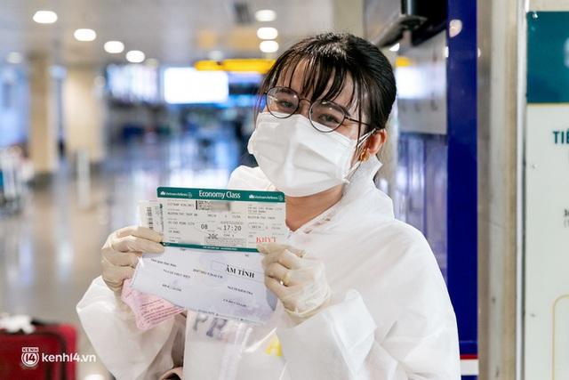 Ảnh: Hơn 600 người dân Đà Nẵng bị mắc kẹt tại TP.HCM được trở về quê hương trên chuyến bay 0 đồng - Ảnh 7.