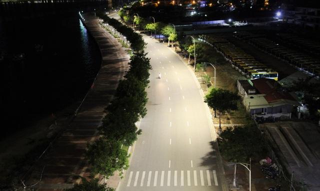 Đà Nẵng vắng lặng khi toàn TP nâng cấp độ giãn cách xã hội - Ảnh 2.