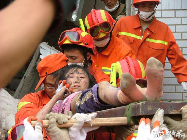 Cô gái sống sót trong trận động đất kinh hoàng, mất chân phải, trải qua 30 cuộc phẫu thuật để giữ mạng: Vượt qua mặc cảm, trở thành nhiếp ảnh gia và truyền cảm hứng cho nhiều người - Ảnh 1.