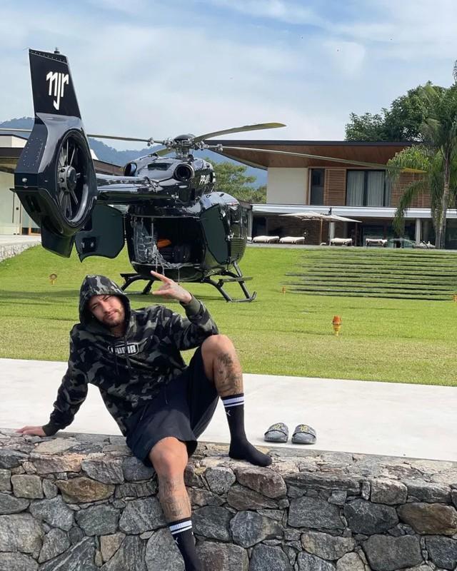 Không mặn mà với siêu xe, Neymar chơi hẳn trực thăng trị giá 15 triệu USD được thiết kế bởi Mercedes-Benz  - Ảnh 1.