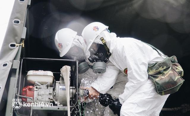 Ảnh: Bắt đầu chiến dịch phun khử khuẩn diệt Covid-19 lớn nhất lịch sử ở TP.HCM - Ảnh 11.