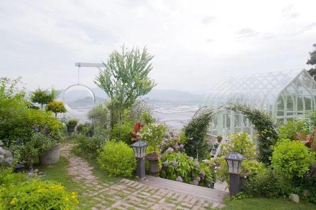 Người phụ nữ bỏ phố về quê để xây dựng vườn hoa 1500m2 đẹp nhất Trung Quốc: Nửa đời người dành cho gia đình, nửa đời sau, hãy dành cho chính mình - Ảnh 12.