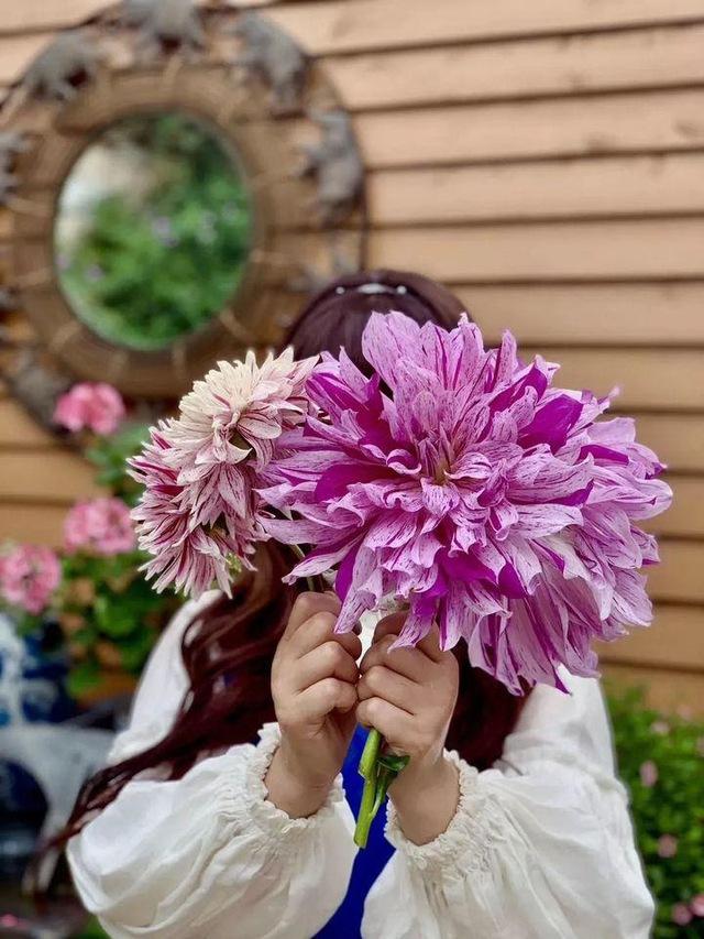 Người phụ nữ bỏ phố về quê để xây dựng vườn hoa 1500m2 đẹp nhất Trung Quốc: Nửa đời người dành cho gia đình, nửa đời sau, hãy dành cho chính mình - Ảnh 21.