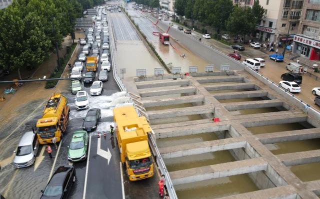 Bi kịch bên trong đường hầm Trung Quốc bị mưa lũ nhấn chìm - Ảnh 8.