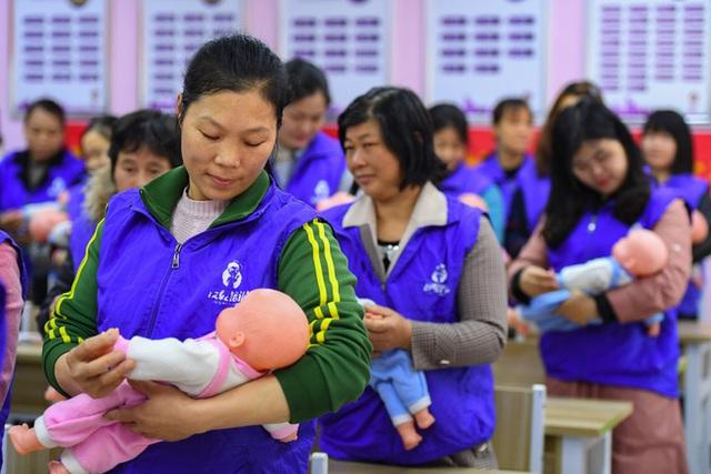 Nhận ra sai lầm chí mạng, Trung Quốc cho phép các gia đình sinh bao nhiêu con cũng được - Ảnh 2.