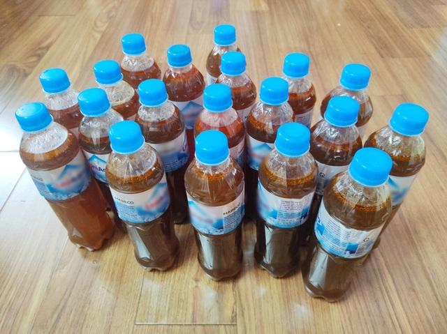 Tích trữ hàng lít nước phở cấp đông trong chai nhựa vào ngày đầu Hà Nội giãn cách, người đàn ông lo xa khiến ai nấy bật cười - Ảnh 4.