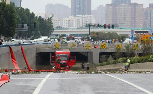 Bi kịch bên trong đường hầm Trung Quốc bị mưa lũ nhấn chìm - Ảnh 7.