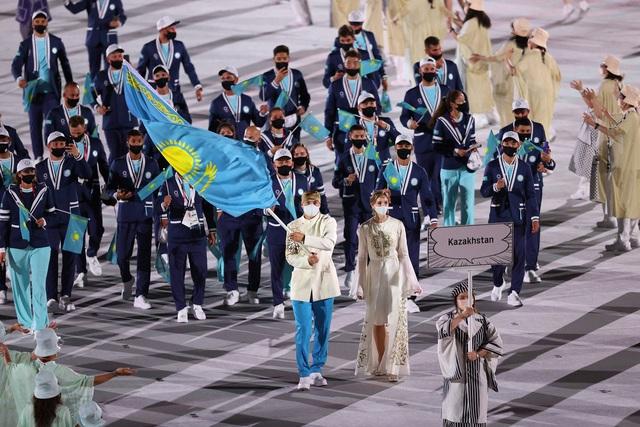 Nữ thần hot nhất Lễ khai mạc Olympic Tokyo 2020 vừa xuất hiện đã hớp hồn khán giả, dân mạng truy ra danh tính ngay - Ảnh 8.