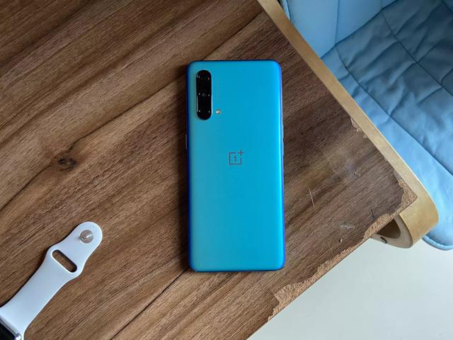 5 mẫu smartphone đáng chú ý vừa ra mắt tại Việt Nam, giá chỉ từ 6,3 triệu đồng - Ảnh 2.