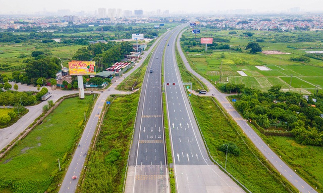 CLIP: Đường phố Hà Nội những ngày thực hiện chỉ thị 16 qua góc nhìn flycam  - Ảnh 2.