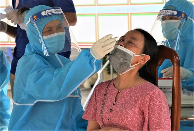 Đà Nẵng tạm đóng cửa cảng cá lớn nhất miền Trung do phát hiện nhiều ca nhiễm COVID-19 - Ảnh 1.