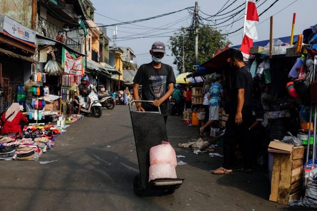 Số ca mắc Covid-19 tử vong tăng cao kỷ lục, Indonesia chuẩn bị thêm ICU - Ảnh 1.