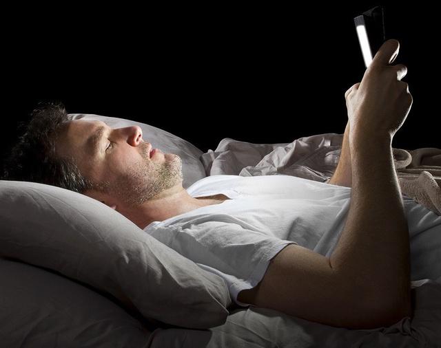 4 thói quen ngủ cực xấu, làm tăng nguy cơ tử vong nhưng nhiều người Việt lại lạm dụng, coi đó là cách để bù đắp cho sức khoẻ - Ảnh 2.