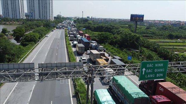 Hà Nội cần tổ chức thêm bãi đỗ xe giảm ùn tắc tại chốt kiểm soát dịch cầu Phù Đổng - Ảnh 1.