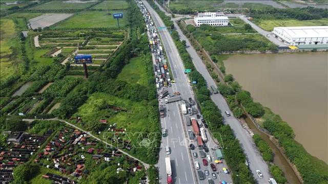 Hà Nội cần tổ chức thêm bãi đỗ xe giảm ùn tắc tại chốt kiểm soát dịch cầu Phù Đổng - Ảnh 2.