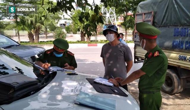Xử phạt ra đường không thực sự cần thiết: Người bị quay xe, người vùng vằng không chịu ký biên bản - Ảnh 8.