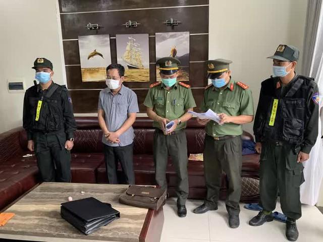 Bắt Chánh Văn phòng Cảng Hàng không quốc tế Phú Bài  - Ảnh 1.