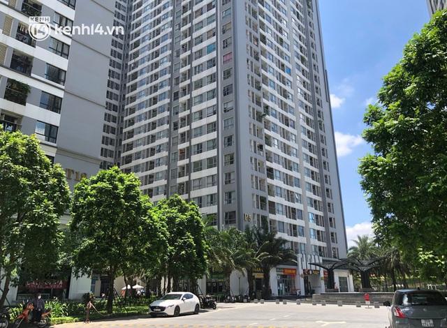 Hà Nội: Phong tỏa tạm thời toà Park 5, Khu đô thị Times City sau 2 ca nghi mắc Covid-19 - Ảnh 1.
