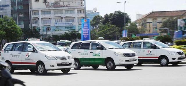 TPHCM sử dụng taxi vận chuyển bệnh nhân  - Ảnh 2.