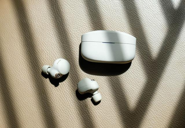 Đánh giá tai nghe không dây WF-1000XM4: Đủ sức đánh bại AirPods Pro? - Ảnh 3.