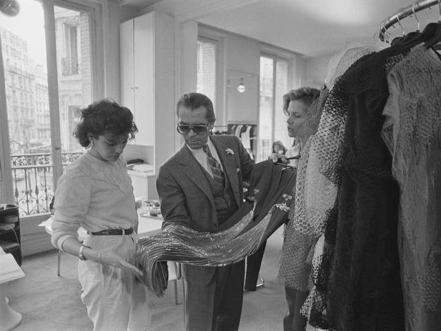 Gia tộc kín tiếng sở hữu thương hiệu xa xỉ Chanel: Hồi sinh đế chế xa hoa từ đống tro tàn và quan điểm lạ đời về sự toả sáng - Ảnh 4.
