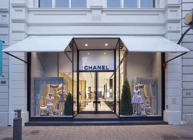 Gia tộc kín tiếng sở hữu thương hiệu xa xỉ Chanel: Hồi sinh đế chế xa hoa từ đống tro tàn và quan điểm lạ đời về sự toả sáng - Ảnh 6.