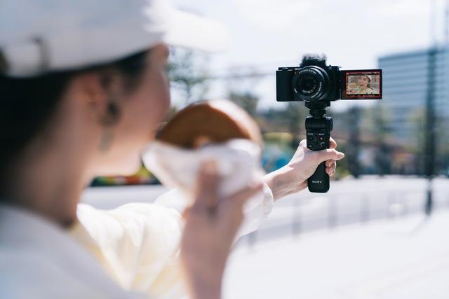 Sony ra mắt máy ảnh Alpha ZV-E10: Nhiều tính năng thú vị cho Vlogger, giá 18,9 triệu đồng - Ảnh 2.