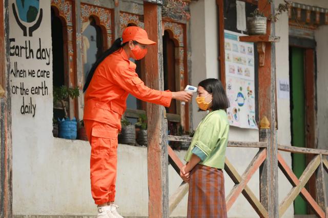 Một quốc gia gần Trung Quốc có rất ít bác sĩ nhưng đi đầu thế giới về tiêm chủng: Vì sao thành công? - Ảnh 1.