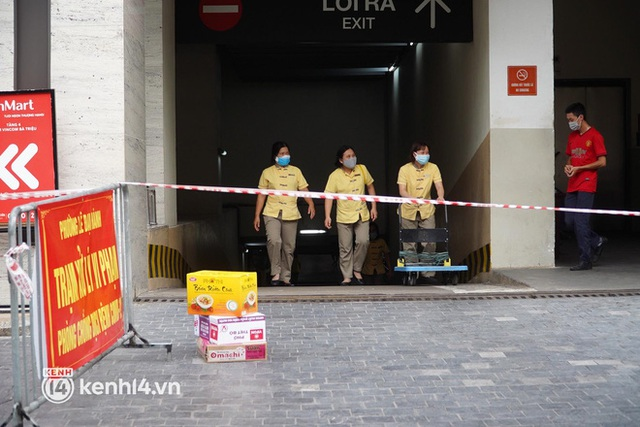 NÓNG: Hà Nội phong toả Vincom Bà Triệu, truy vết khẩn cấp liên quan bảo vệ nghi nhiễm Covid-19 - Ảnh 2.