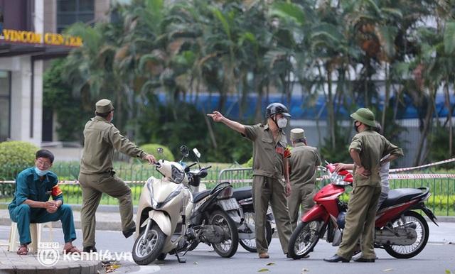 NÓNG: Hà Nội phong toả Vincom Bà Triệu, truy vết khẩn cấp liên quan bảo vệ nghi nhiễm Covid-19 - Ảnh 11.
