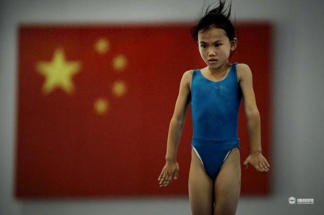 Giấc mơ vô địch Olympic của những đứa trẻ ở lò đào tạo thể thao Trung Quốc: Đánh đổi tuổi thơ bằng máu, mồ hôi và nước mắt  - Ảnh 18.