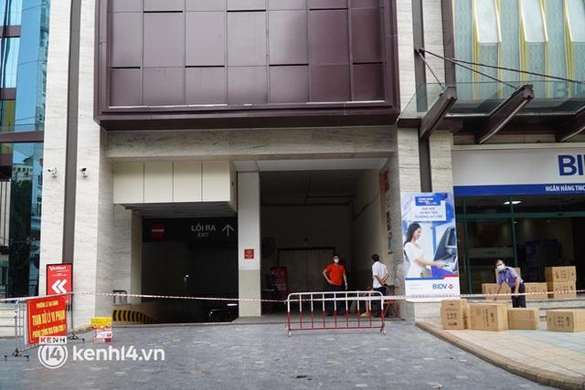 NÓNG: Hà Nội phong toả Vincom Bà Triệu, truy vết khẩn cấp liên quan bảo vệ nghi nhiễm Covid-19 - Ảnh 3.