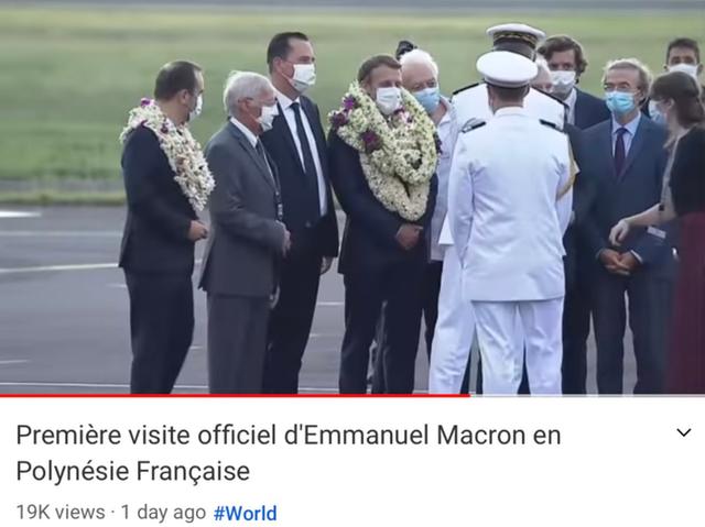 Sự thật về khoảnh khắc Tổng thống Pháp thành cây hoa di động, vẻ mặt gượng cười đang gây bão MXH - Ảnh 3.