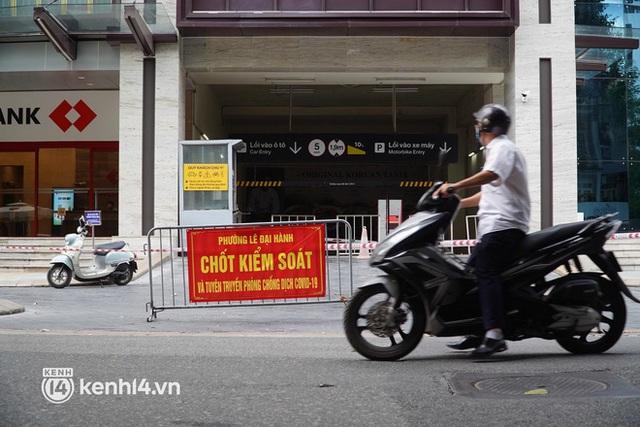 NÓNG: Hà Nội phong toả Vincom Bà Triệu, truy vết khẩn cấp liên quan bảo vệ nghi nhiễm Covid-19 - Ảnh 4.