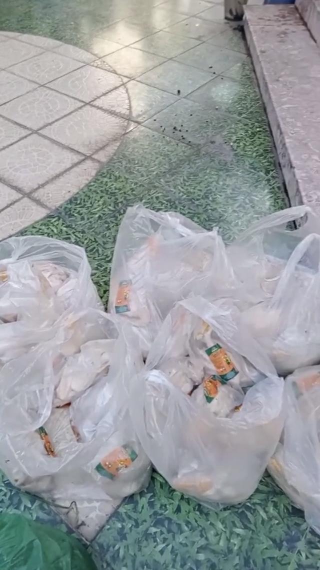 Cô chủ sộp nhất Sài Gòn mùa dịch: Giảm 50% tiền nhà, phát gạo miễn phí, cứ 3 ngày lại tặng 1 con gà và rau củ cho người thuê trọ - Ảnh 5.