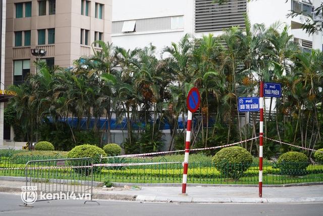 NÓNG: Hà Nội phong toả Vincom Bà Triệu, truy vết khẩn cấp liên quan bảo vệ nghi nhiễm Covid-19 - Ảnh 5.