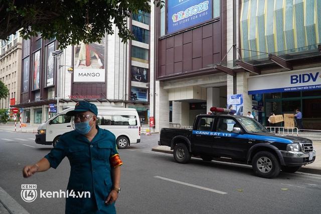 NÓNG: Hà Nội phong toả Vincom Bà Triệu, truy vết khẩn cấp liên quan bảo vệ nghi nhiễm Covid-19 - Ảnh 6.