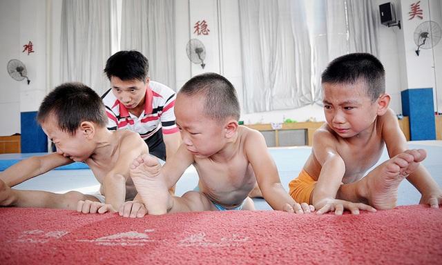 Giấc mơ vô địch Olympic của những đứa trẻ ở lò đào tạo thể thao Trung Quốc: Đánh đổi tuổi thơ bằng máu, mồ hôi và nước mắt  - Ảnh 5.