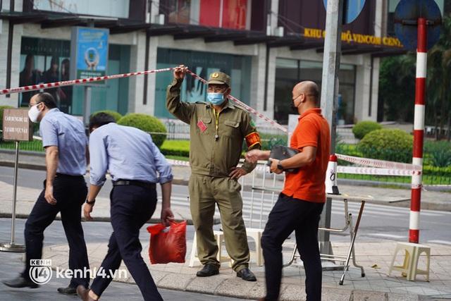 NÓNG: Hà Nội phong toả Vincom Bà Triệu, truy vết khẩn cấp liên quan bảo vệ nghi nhiễm Covid-19 - Ảnh 9.
