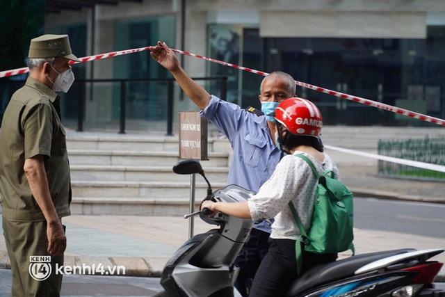 NÓNG: Hà Nội phong toả Vincom Bà Triệu, truy vết khẩn cấp liên quan bảo vệ nghi nhiễm Covid-19 - Ảnh 10.