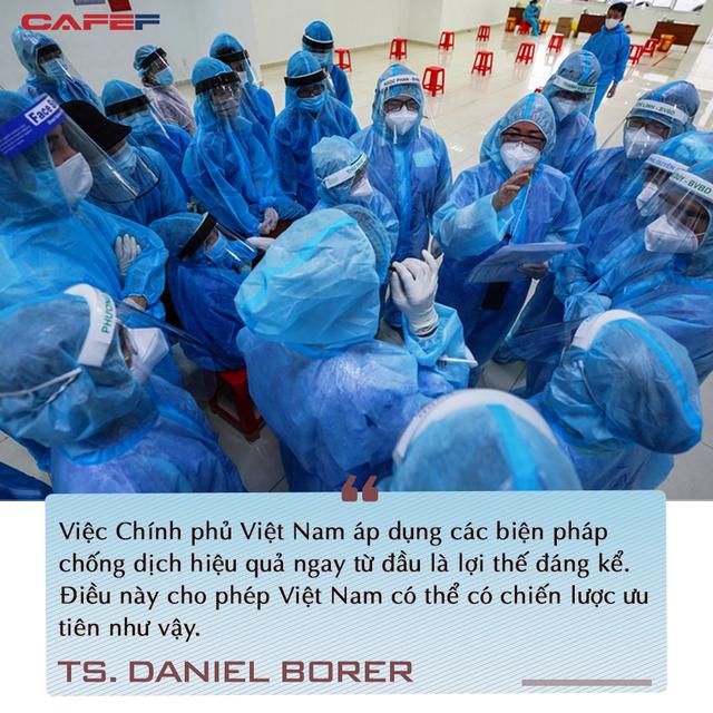 Chuyên gia quốc tế chỉ ra điểm đặc biệt trong chiến lược vaccine Việt Nam và cơ hội phục hồi ngay trong đại dịch - Ảnh 2.