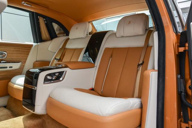 Rộ tin Rolls-Royce Phantom VIII với nội thất 2 ngăn siêu độc về tay đại gia Việt: Xe cho ông chủ thích sự riêng tư - Ảnh 5.