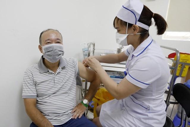 Báo Trung: Chuyên gia nói gì về chiến lược vaccine của Việt Nam và việc phát tiền mặt cho người dân? - Ảnh 2.