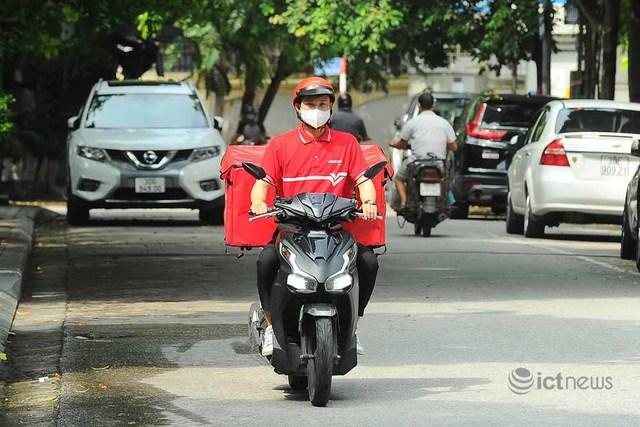 Hơn 4.000 bưu tá Vietnam Post, Viettel Post đã được cấp mã hoạt động trong giãn cách tại Hà Nội - Ảnh 1.