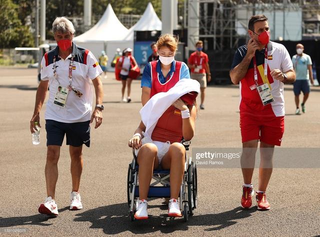 VĐV tennis Olympic Tokyo 2020: Sợ chết, rời sân bằng xe lăn, tự ví mình với zombie - Ảnh 1.