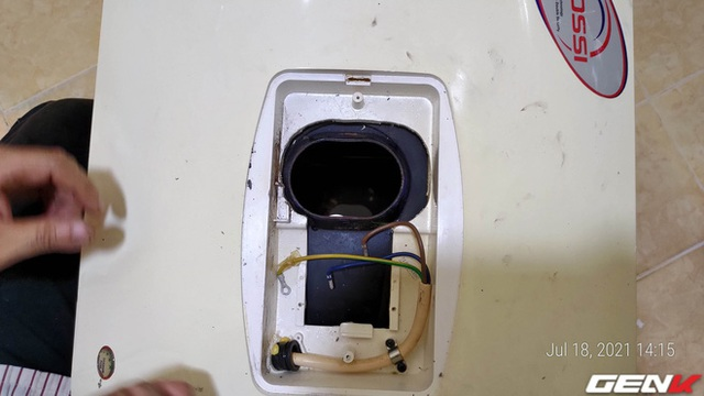 Định kỳ vệ sinh bình nóng lạnh: Thực sự cần thiết hay chiêu trò của thợ điện nước để moi tiền gia chủ? - Ảnh 4.