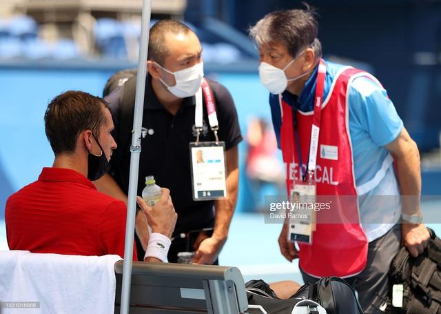 VĐV tennis Olympic Tokyo 2020: Sợ chết, rời sân bằng xe lăn, tự ví mình với zombie - Ảnh 5.