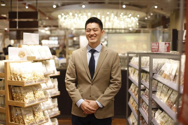 TGĐ MUJI Việt Nam gây ấn tượng bởi thần thái đỉnh cao trong ngày khai trương cửa hàng Hà Nội, nể nhất là quá trình thăng tiến siêu tốc từ quản lý thành người đứng đầu khu vực - Ảnh 5.